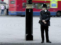 В Лондоне полиция обыскивает прохожих на улицах