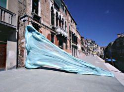 Проект «Жвачка против Человека» от художника Simone DecKer (фото)