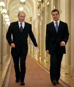 В России установилось двоевластие
