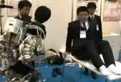 В Японии создали костюм, который облегчит жизнь инвалидам (видео)