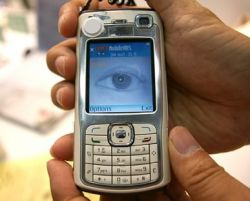 В телефонах LG появится система распознавания сетчатки глаза