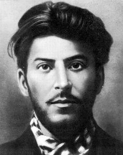 Почему диктатор Сталин до сих пор популярен в России?