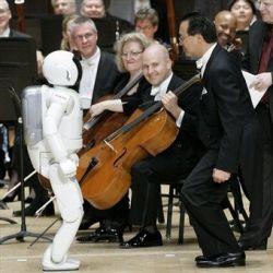 Робот ASIMO впервые дирижировал оркестром (видео)