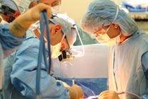 Пациентка 25 лет носила в животе пинцет, забытый хирургами во время операции