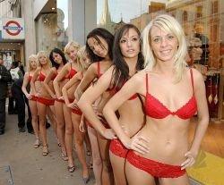 Интересная PR-акция бутика в Лондоне (фото)