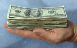 Центробанк порекомендовал россиянам избавляться от денег