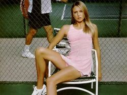 На опустевший теннисный трон в понедельник взойдет Мария Шарапова