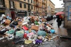 В Италии на борьбу с мусором брошены войска