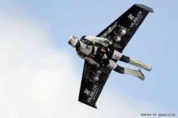 """Ив Росси совершил первый в мире полет на своих \""""реактивных крыльях\"""" (видео)"""