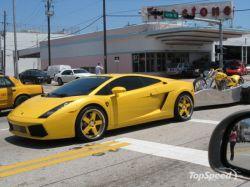 Lamborghini Gallardo с мотоциклетным прицепом (фото)