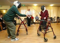 Старики из австрийского дома престарелых увлеклись фехтованием (фото)