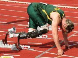Бегуну с ампутированными ногами Оскару Писториусу разрешили выступать на Олимпиаде в Пекине