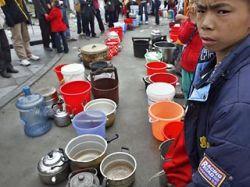 В районах Китая, пострадавших от землетрясения, распространяются болезни
