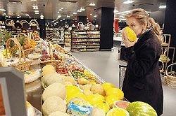 В российские магазины и супермаркеты хлынул поток некачественных продуктов