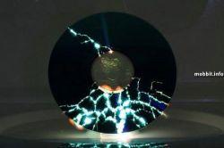 Что происходит с CD-дисками в микроволновке? (фото)