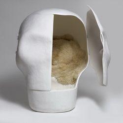Шкаф-диван Sensory Deprivation Skull в виде огромного черепа (фото)