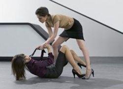 Драки на работе: кто в офисе самый опасный?