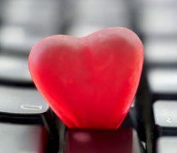 NEC представила LCD-дисплеи в форме сердца