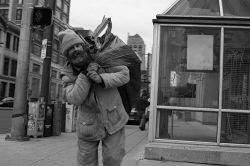 Из-за высоких цен жители Нью-Йорка роются в мусорных баках в поисках бесплатной еды