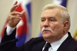 Бывшего лидера Польши обвинили в сотрудничестве со спецслужбами