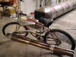 Велосипед с реактивным двигателем гоняет на 120 км/час (видео)
