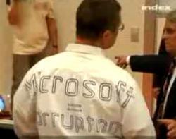 Стива Балмера (Steve Ballmer) закидали яйцами в Будапеште (видео)