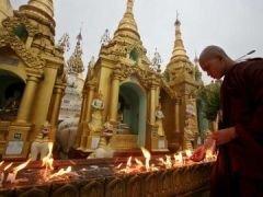 В Бирме поминают более 77 тысяч погибших от циклона (фото)