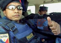 Филиппинским полицейским приказано улыбаться