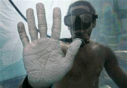 Иллюзионист Дэвид Блейн (David Blaine) поставил новый рекорд пребывания под водой (видео)
