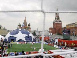 Ветераны футбола забили 30 мячей в товарищеском матче на Красной площади