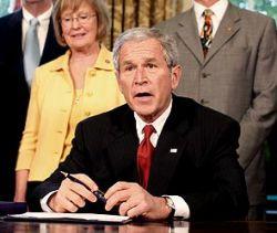 Джордж Буш борется с генной дискриминацией