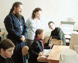 """Активисты движения \""""Наши\"""" будут преподавать православие в школах"""