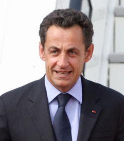 Французский парламент поправил Конституцию: президентом можно быть не более 10 лет подряд