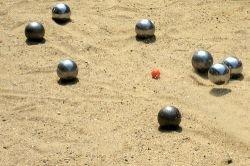 Отдых по-французски: как мужчины играют шарами