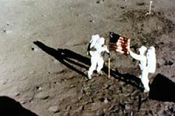 Конгресс США запретил астронавтам находиться на Луне постоянно