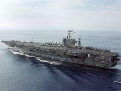 При пожаре на атомном авианосце США пострадали 24 моряка