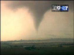 Торнадо в США три человека погибли, двадцать числятся пропавшими без вести