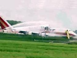 В аэропорту Брюсселя при взлете разломился грузовой Boeing-747