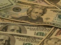 Лишь пять процентов компаний в России начисляют зарплату в долларах