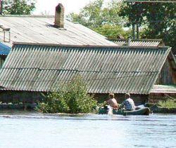 Жителей Якутии наводнение загнало на крыши