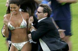 Как фанатки развлекают футболистов сборной Италии?