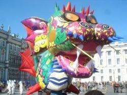 Петербургский карнавал: мутанты и ожившие статуи