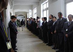 Японское правительство выйдет на работу без галстуков и пиджаков