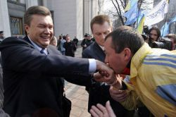 Дачу Виктора Януковича не могут вернуть государству - собственник в бегах