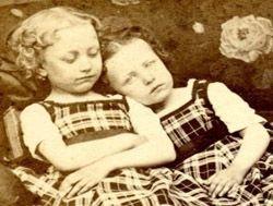 Ретро-фотографии мертвых детей