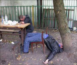 Пристрастие россиян к спиртному делает беднее даже убежденных трезвенников