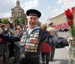 Виктора Ющенко просят отменить День Победы