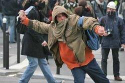 Угроза бунтов вынуждает правительства отказываться от рыночных догм