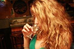 Один алкогольный напиток в день укрепляет кости