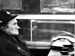 Портреты дежурных у эскалатора метро